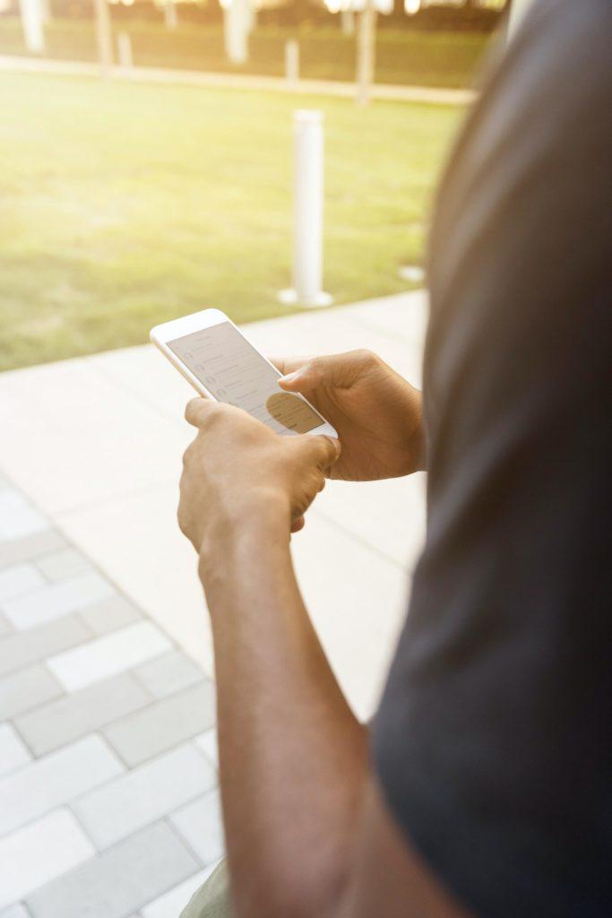 Krisenkommunikation über Webseite und Smartphone