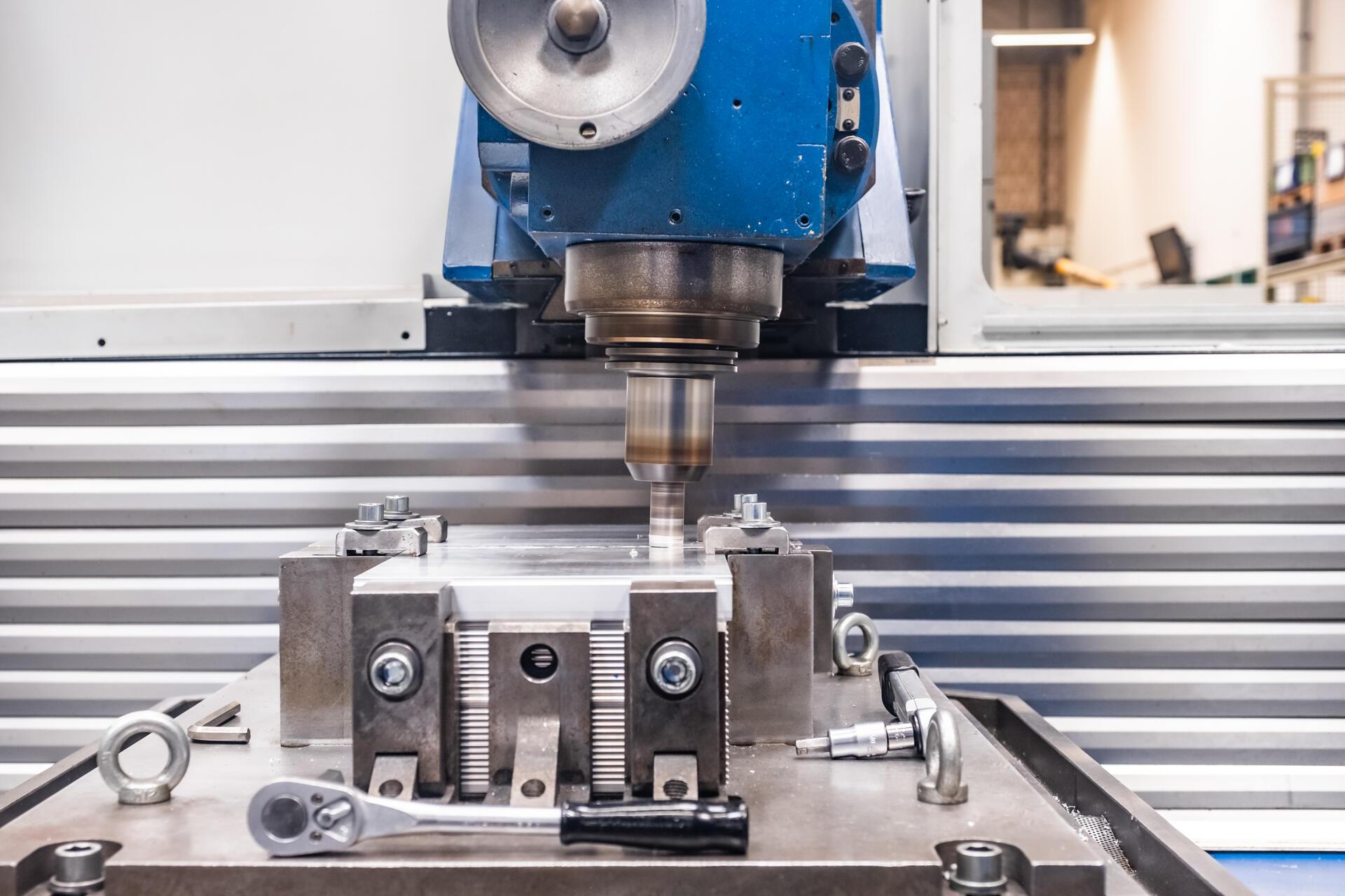 Metallverarbeitung Maschine von Sykatec